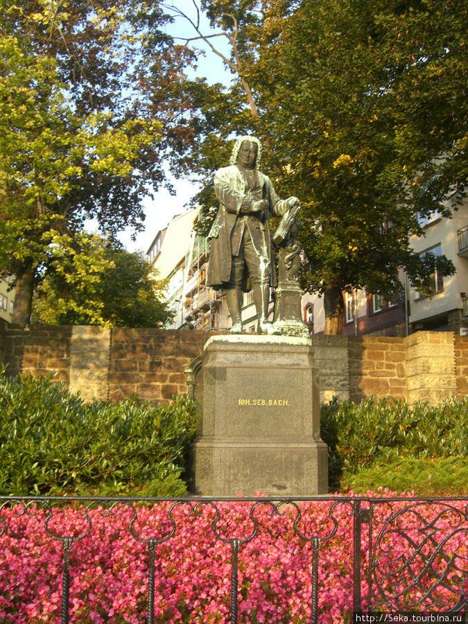 Памятник Иоганну Себастьяну Баху в Айзенахе