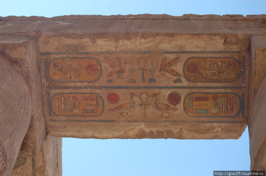 Картуш на камнях Карнакского храма