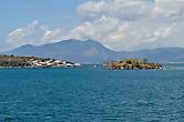 По пути нам встречались как всякие мелкие островки, так и крупные – Комодо, Ринча.