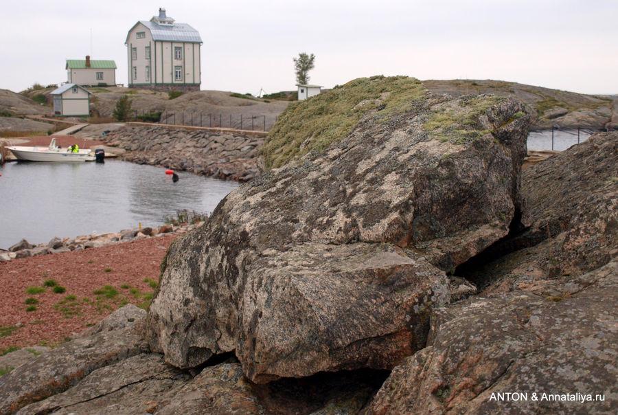 На необитаемом острове Кобба Клинтар Аландского архипелага.