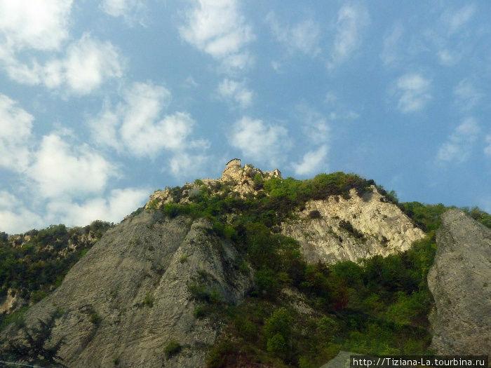 Последний взгляд наверх на поднебесный Сан- Марино