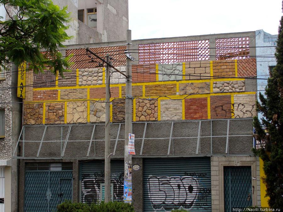 Некто выложил квадратами различную облицовку на фасаде своего дома... вероятно продает ее