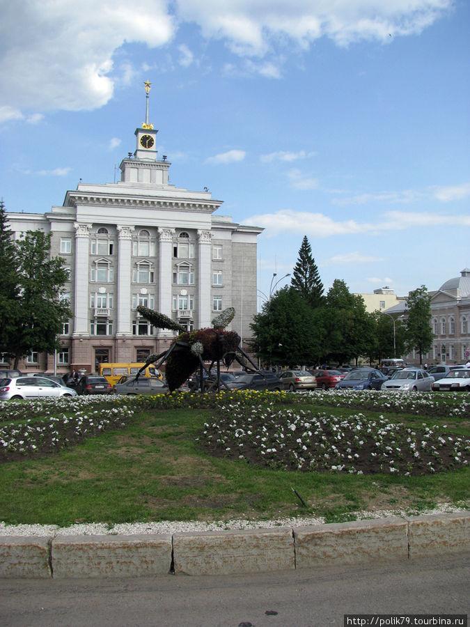 Здание на заднем плане, по-моему, министерство сельского хозяйства Башкортостана.