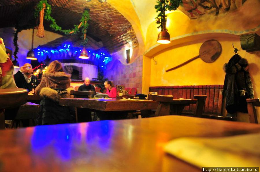 Внутри ресторана