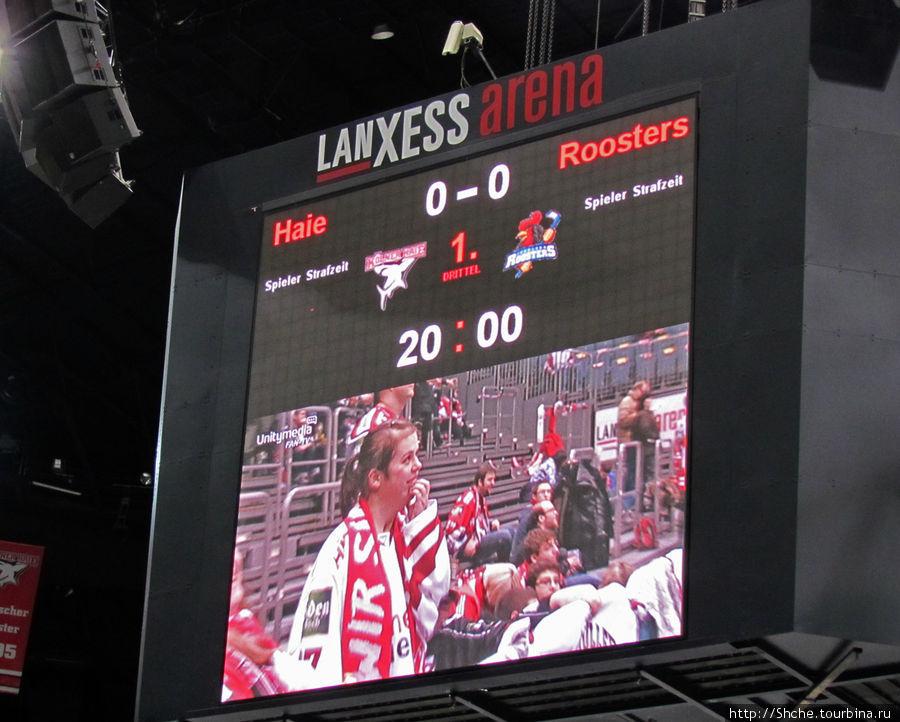 Перед началом матча на табло показывали болельщиков, и я решил не отставать от организаторов...