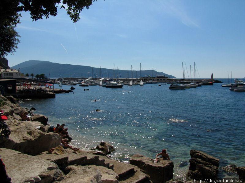Вид на городскую гавань.