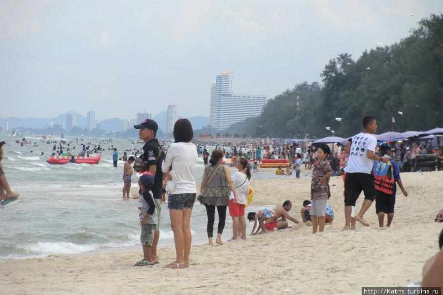 Так называемый безлюдный пляж:) на заднем плане видны кокосовые пальмы))) ими там и не пахнет Ча-ам, Таиланд