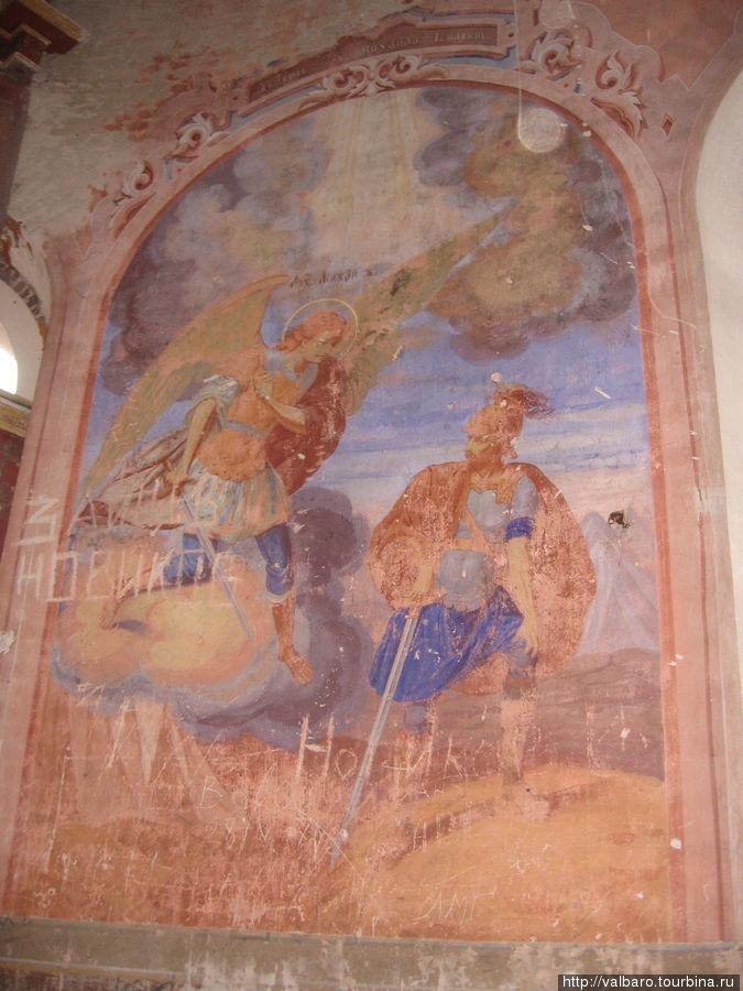 Фрески в процессе реставрации.