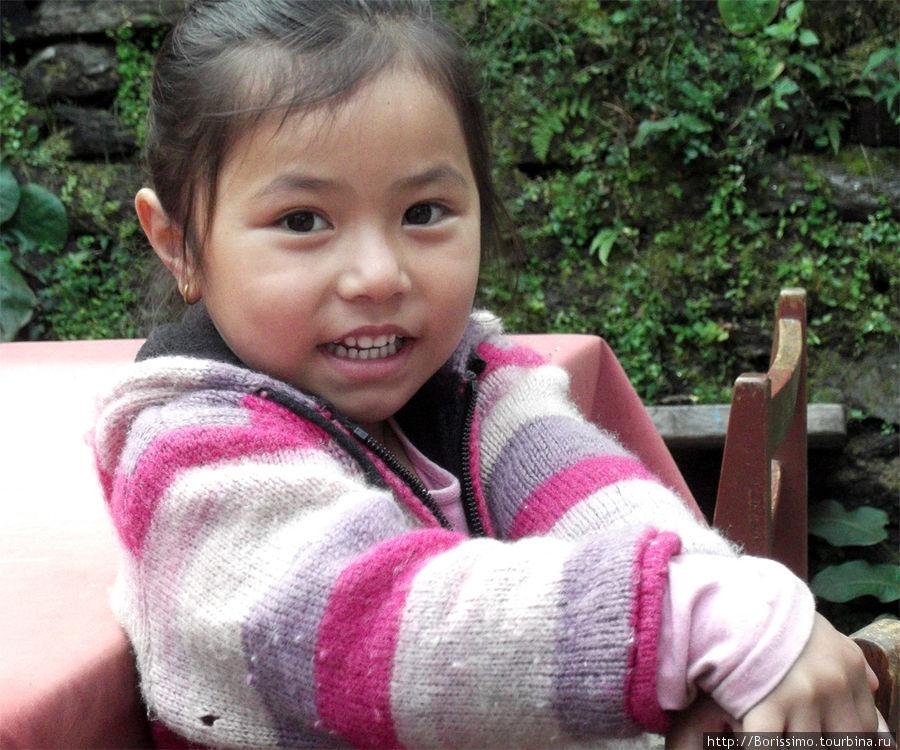 Вот такая принцесса живёт в непальских горах.