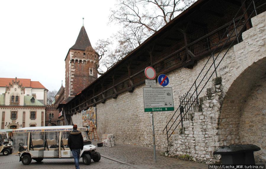 Вид на музей от Флорианских ворот