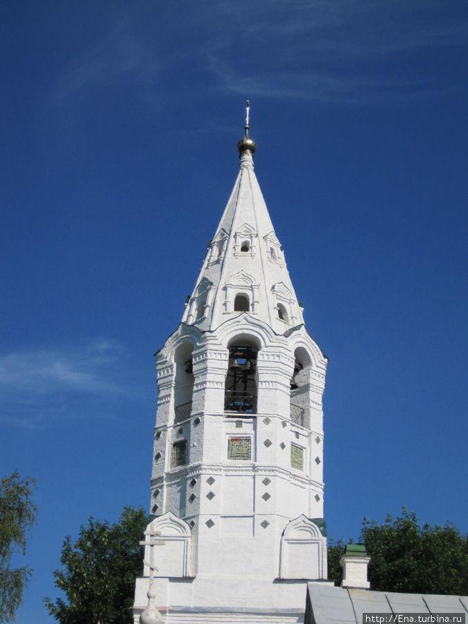 Очень красива колокольня Покровского храма