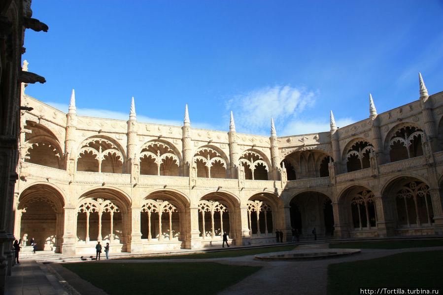Лиссабон, Белен Монастырь Жеронимуш [Mosteiro dos Jeronimu] — внутренний двор