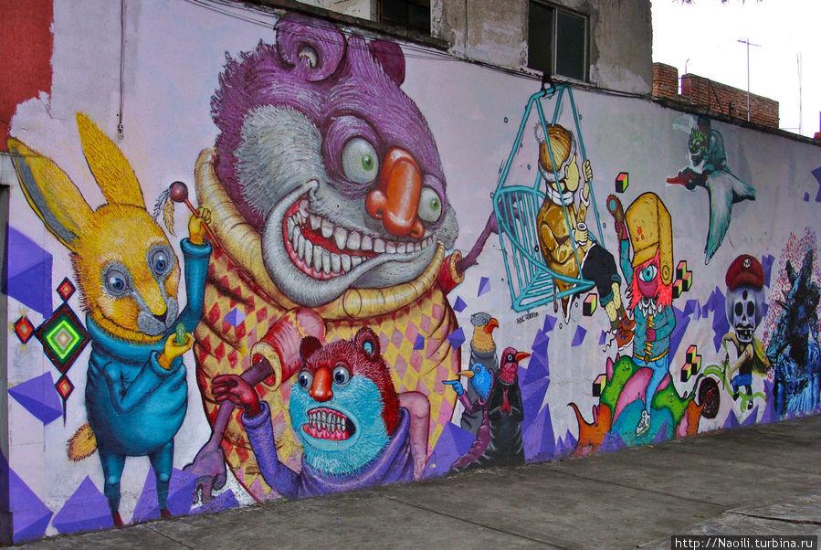 Другая стeна граффити — ну эта уже скорее забавная, чем таинственная.