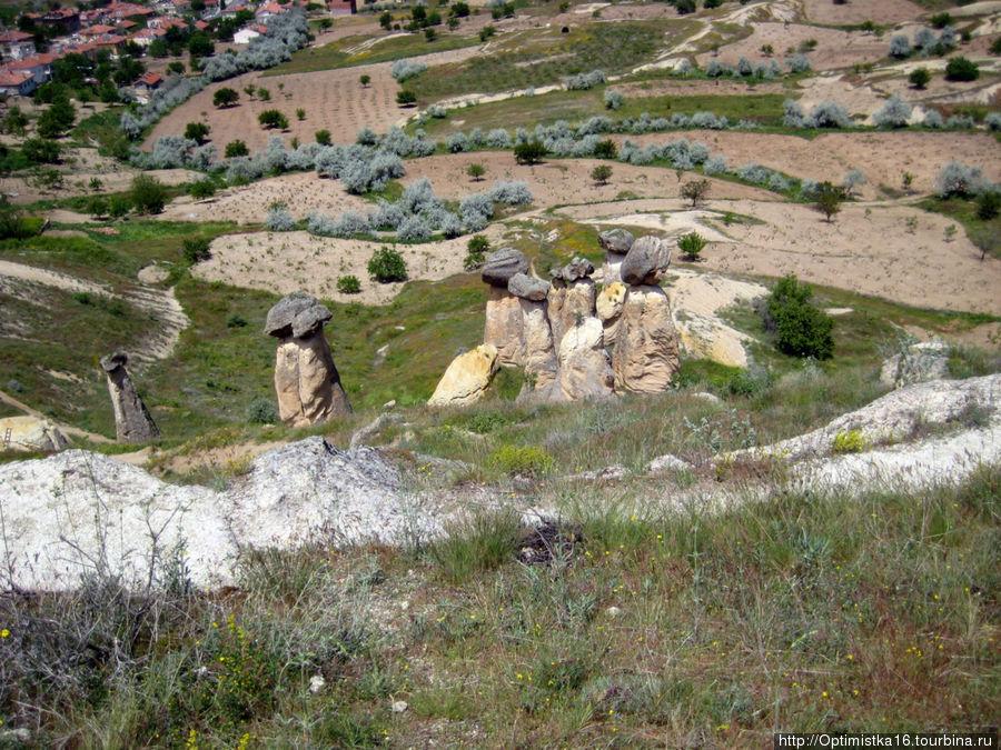 Вид с вершины скалы, в которой разместился заброшенный город.