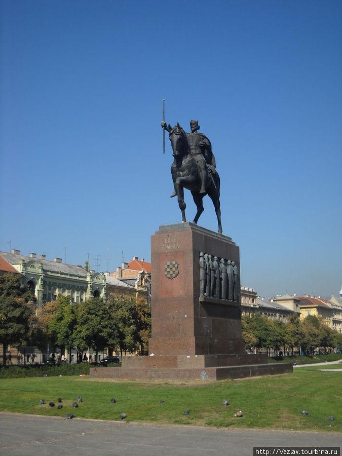 Памятник и площадь