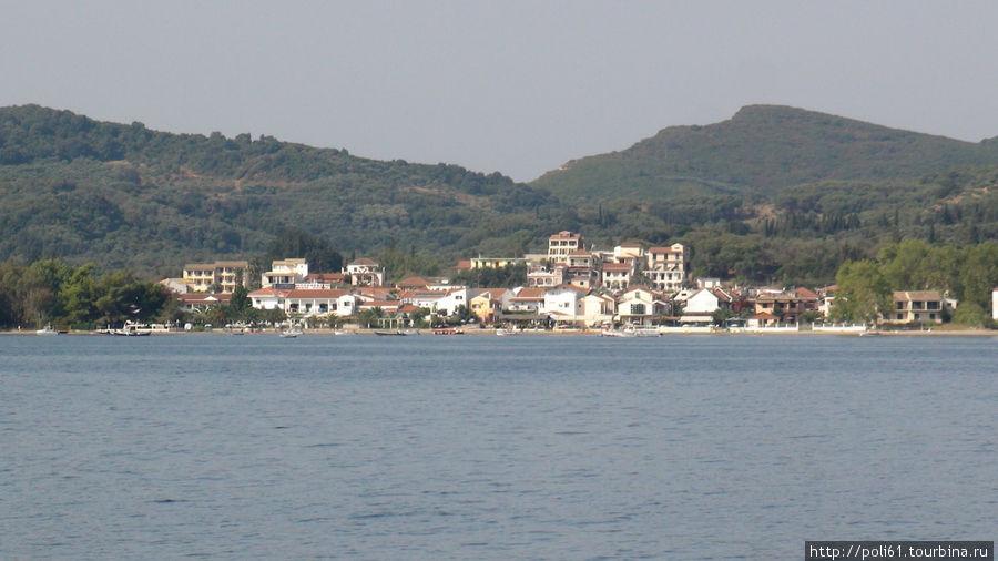 Плывем мимо восточных берегов Корфу — поселок Кавос