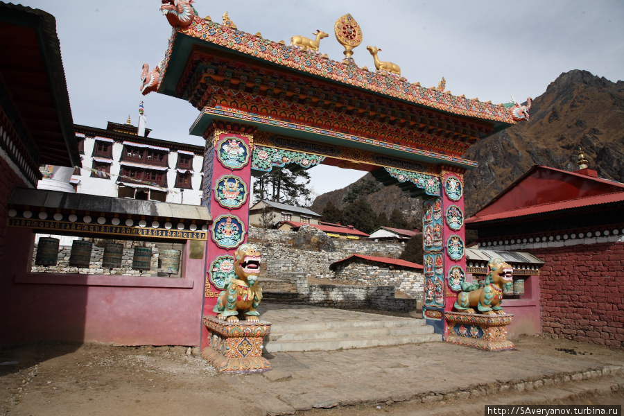 Ворота монастыря Тьянгбоче