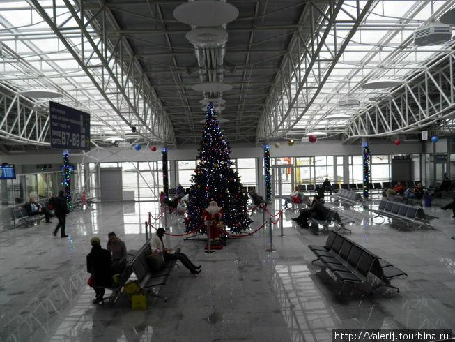 И в Борисполе чувствуется приближение Нового Года.