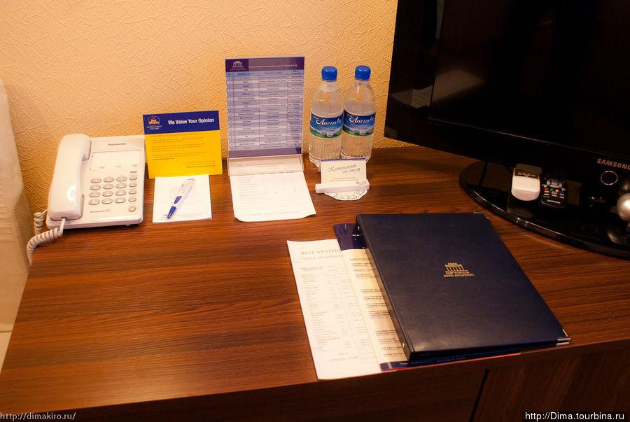 В синей папке можно найти скидки на посещение
