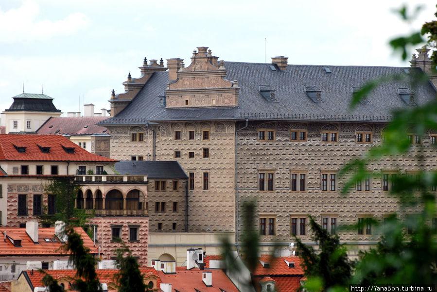 Шварценбергский дворец. Был построен в 1545-1563 гг.