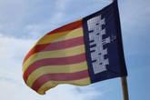 гордо реет флаг Майорки