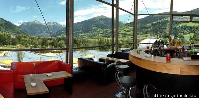 Кафе бар с видом на долину