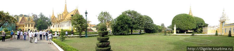 Королевская резиденция прячется за желтой стеной протяженностью 600 метров