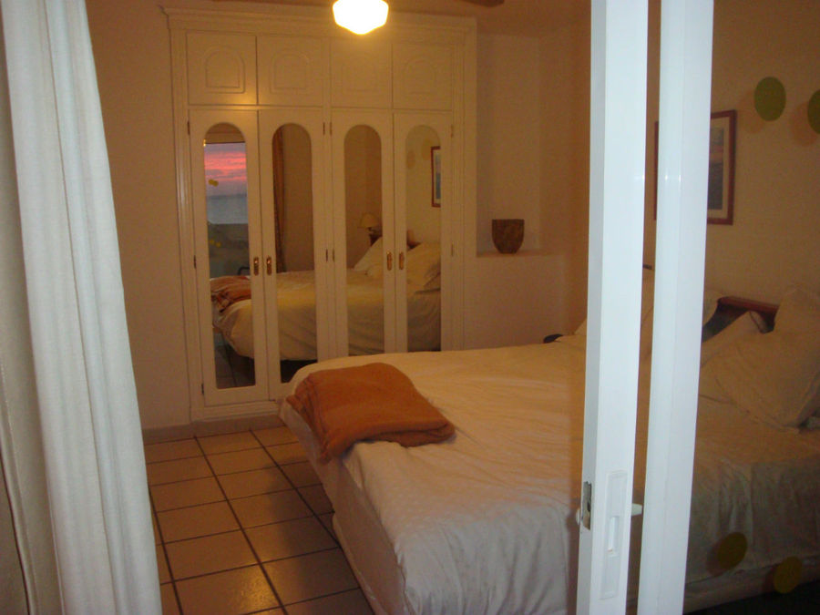 спальня с встроенным платяным шкафом