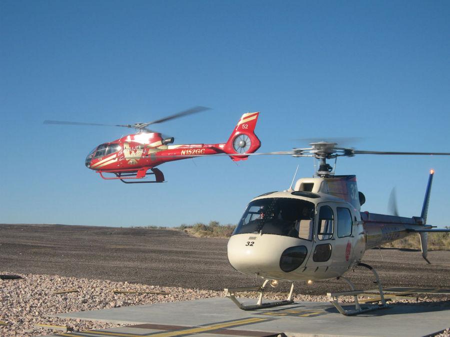 Вертолеты для спуска к реке Колорадо