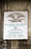 Табличка, сообщающая о том, что здесь был Наполеон