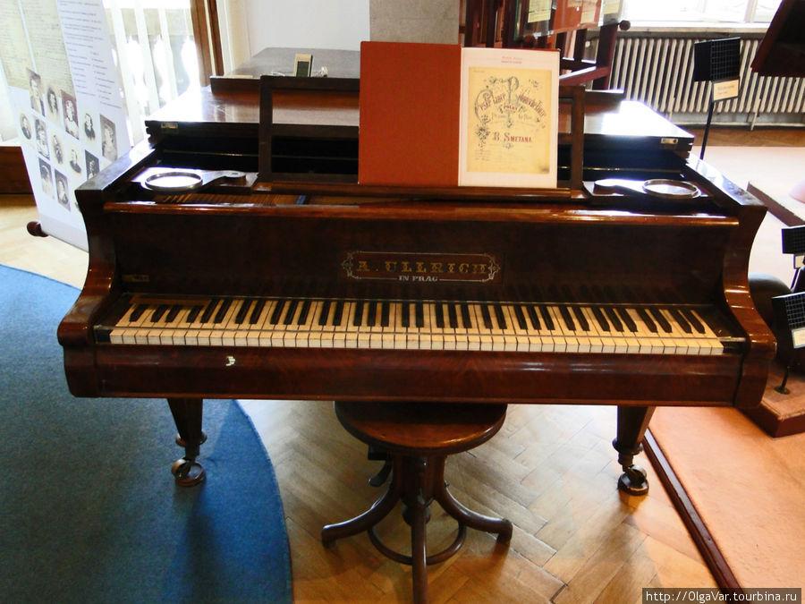 Возможно, этих клавиш касались руки композитора