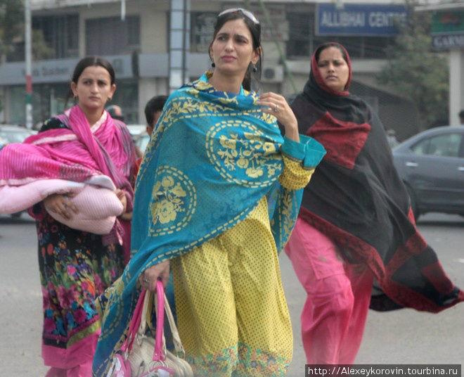 Женщины — редкость на улицах Карачи