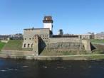 Крепость Ивангорода была выстроена специально напротив шведской крепости в Нарве. Это две самые близкие противостоящие друго другу крепости в Европе.