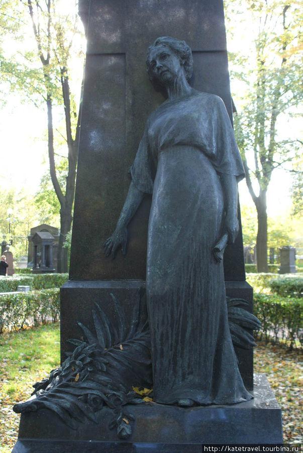 Памятник на могиле В.Ф. Комиссаржевской