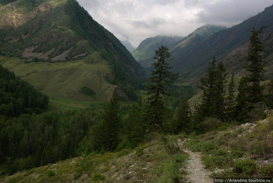 Слева гора Тулаштайга и Б
