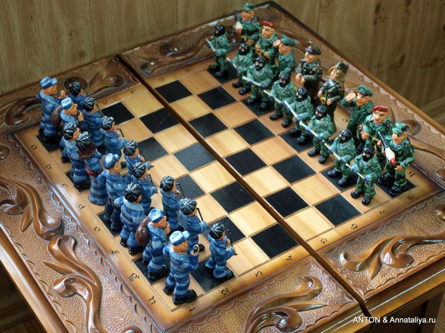 Творчество заключенных. Шахматные фигуры сделаны из хлеба.