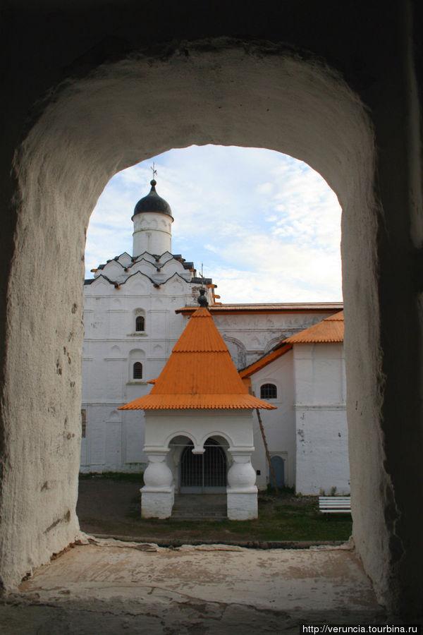 Самая древняя из сохранившихся церквей — Покровская (1619-1620)