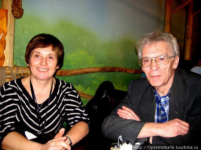 А это мы с мужем в Ёлках-палках в ТЦ