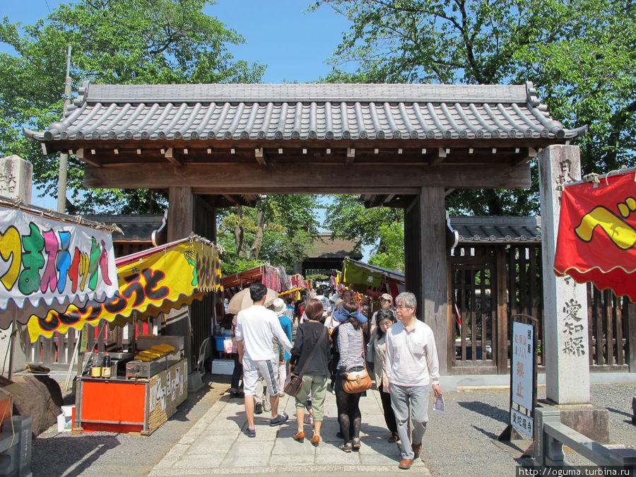 Вход в храмовый комплекс Конан, Япония