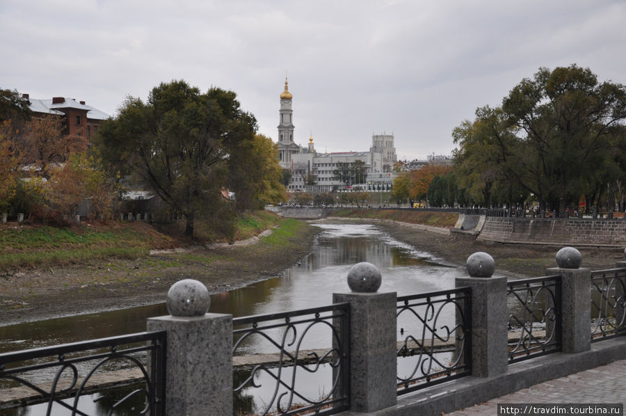 Вот такой замечательный вид открывается ,там где р.Лопань впадает в р.Харьков.