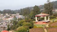 В окружении холмов и лесов стоит городок Ути