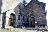 Книгохранилище Сагмосаванка, возведенное в 1255 году при князе Курде Вачутяне, принадлежит к числу редких по назначению и оригинальных по композиции сооружений Армении.