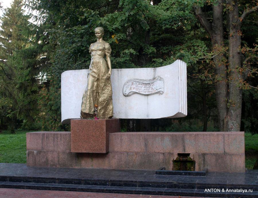 памятники леси украинки в грузии фото горсть вяленой