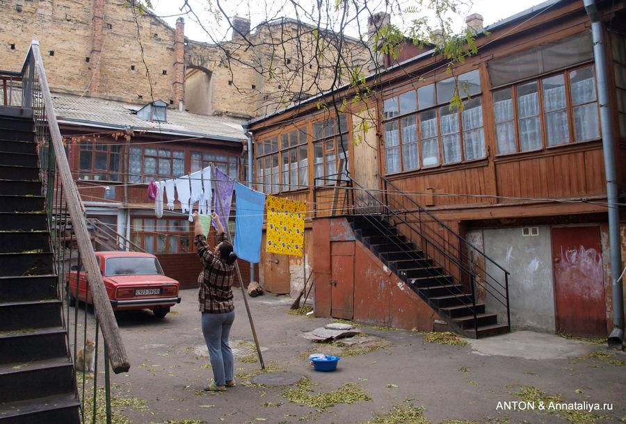 Что может быть душевнее одесских двориков с котами? (Одесса, Украина)