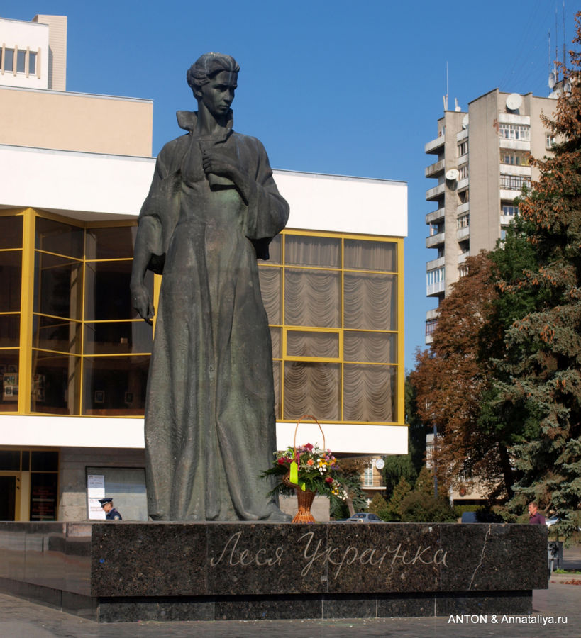 памятники леси украинки в грузии фото вот сан-сальвадоре